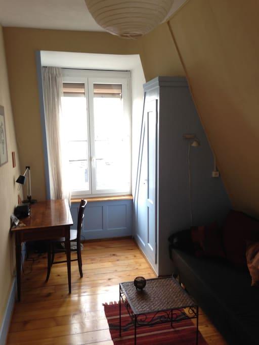 Superbe chambre au centre de bienne appartements louer for Chambre a louer suisse