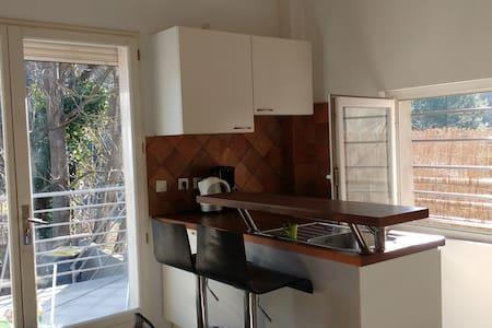 F2 DUPLEX terrasse - Lamalou-les-Bains - 公寓