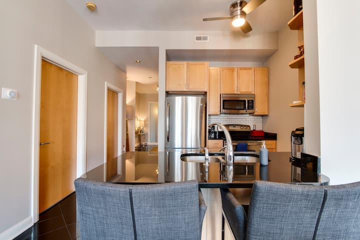 Large Condo ❤ of Downtown (30 Day Min Stay)