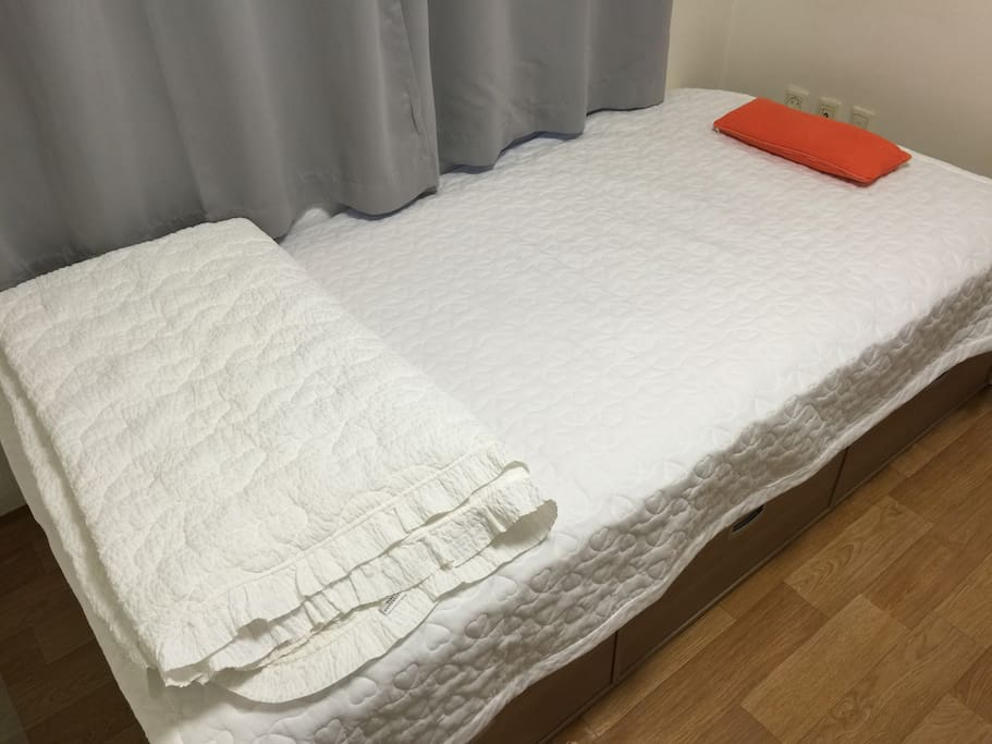 This is  a guest's bed room. I prepare this space in a good condition before u visit my house ^^v