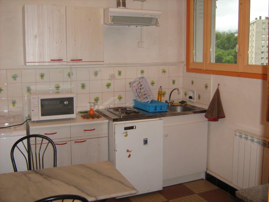 F1 35m 1 chambre 1 cuisine tout quip apartments for for Cuisine tout equipe