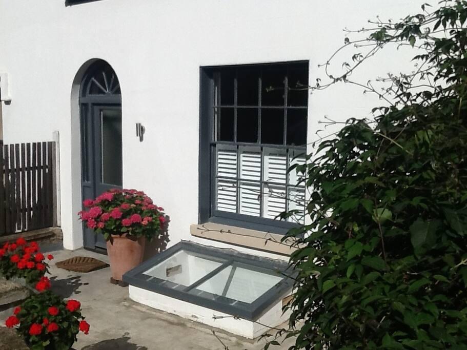 Front of cottage - summer