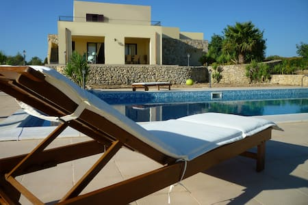 Wonderful villa with swimming pool in Syracuse