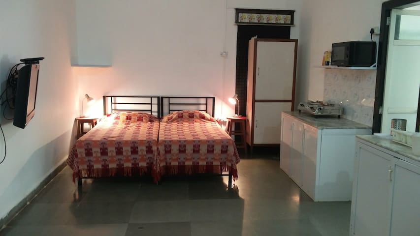 Large  A/c Studio Apt with Kitchenette Bandra West