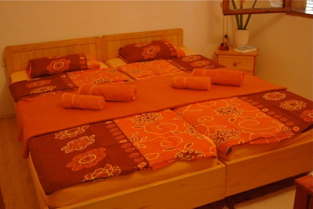Bedroom in orange