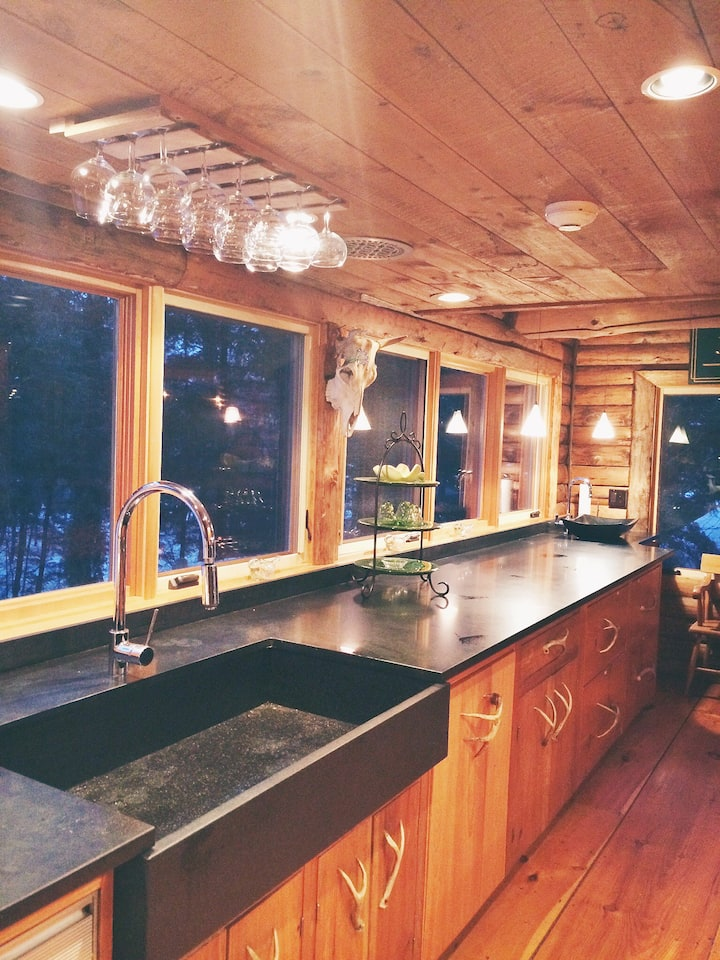Luxury Log Cabin on Private Lake