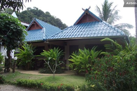 Air-con, 1 King bed, free WiFi, Room Only, Ao Nang - Andre