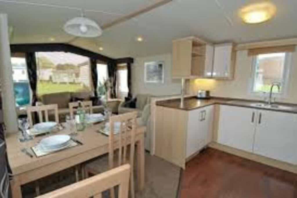 38 x 12ft fully double glazed/ centrally heated caravan with dining table for 6 and U shape kitchen