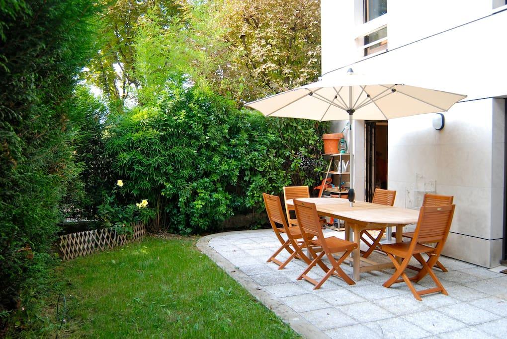 Rez de jardin 10 minutes de paris appartements louer for Salon de jardin ile de france
