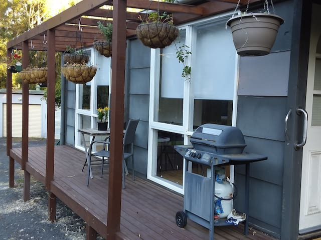 Comfortable size verandah with BBQ. Nothing like sitting on the verandah enjoying a drink, either coffee / tea for breakfast or cold drink after a day of sight seeing or beach activities.