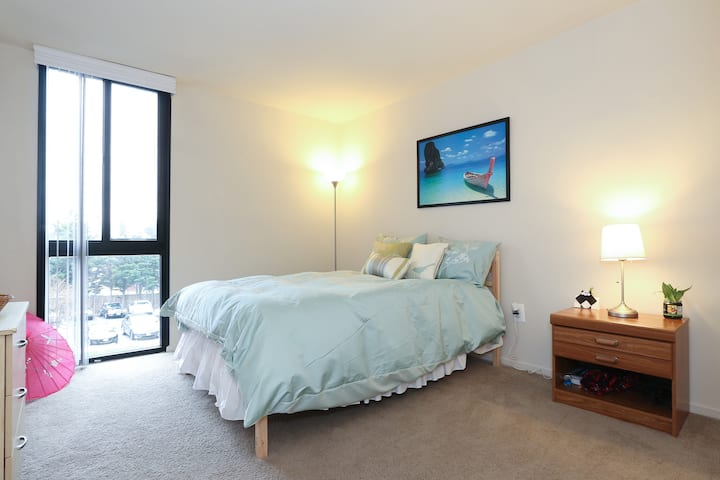 Spacious coziness minutes from DC!
