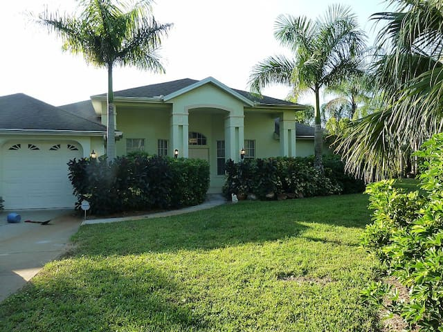 Tropical Paradise - Acre, Lake, Pool, Pet Friendly - Lehigh Acres - Casa