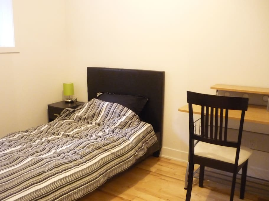 4 1 2 meubl charges comprises appartements en r sidence louer montr al qu bec canada. Black Bedroom Furniture Sets. Home Design Ideas