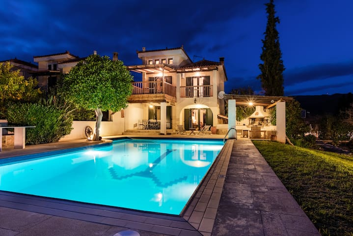 Luxurious Villa Nefeli Next To The Beach