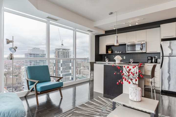 RATE DROP! - Clean and Pristine - Incredible Downtown Condo (Yonge & College)