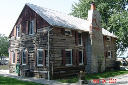 Lake Erie Log Cabin for RNC - Cabaña