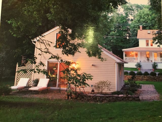 Charming 1850 cottage near town - New Hope - Other