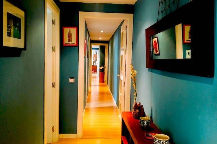 Habitación Tranquila, Luminosa, A/C en Triana