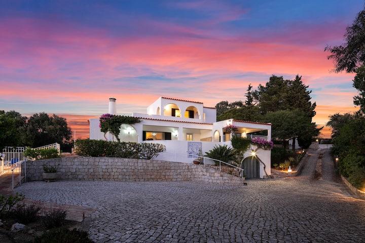 Luxury Heated Pool, Fab views walk to Town & Beach