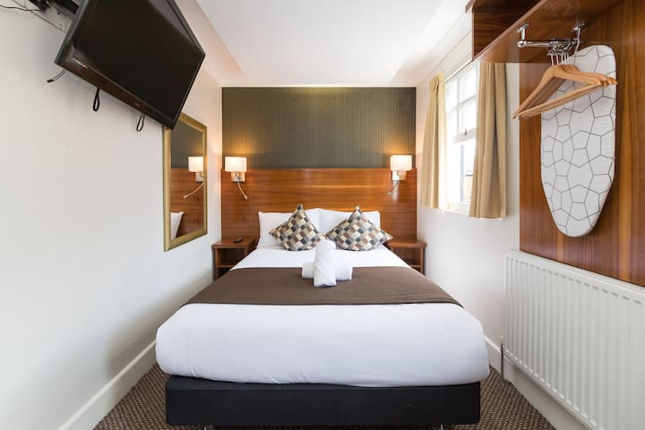 Double Ensuite in Chester Hotel Victoria