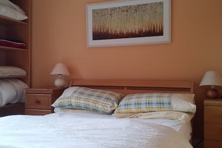 Cosy private room with breakfast - Limerick