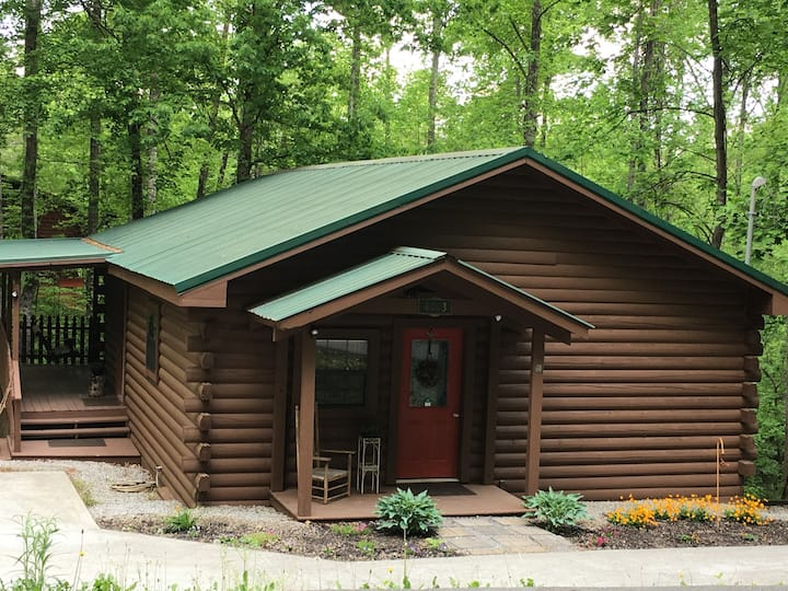 Little Cabin in the Woods - a perfect get-away!
