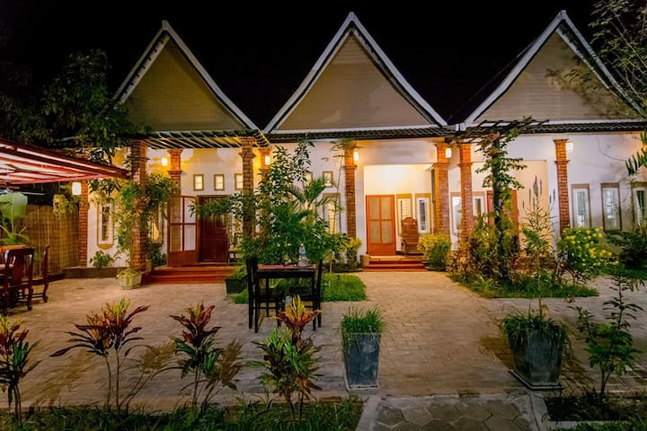 Siem Reap - Stunning SreyLeap Villa - Apsara Room