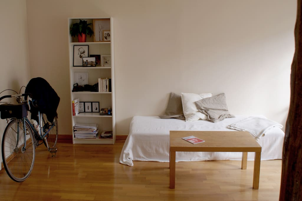sofa becomes easily confortable double bed