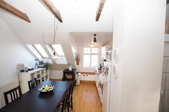 Fully featured kitchen, dishwasher and an expandable dining table.