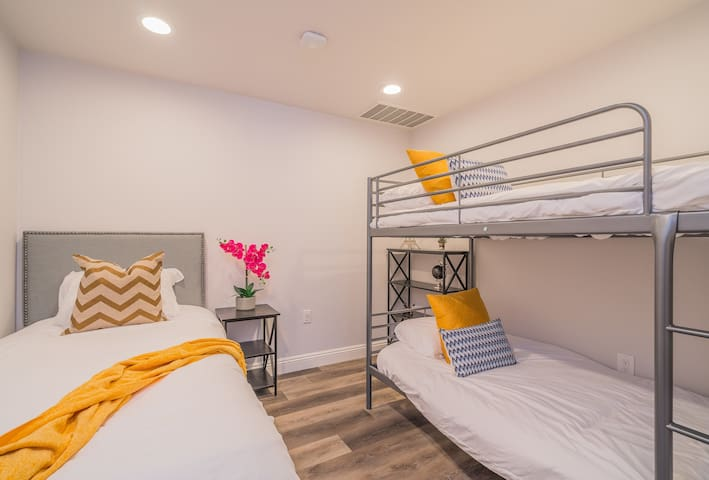 1 Bunk Bed & 1 Twin Bed