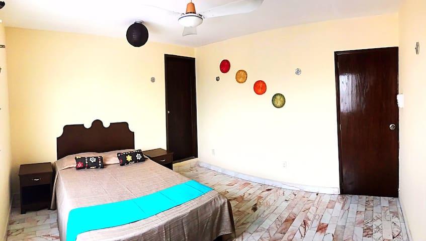 """""""La Bonita"""" en Casa MEXIQUE con desayuno incluido"""