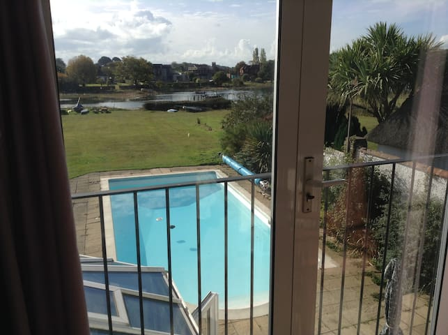 Harbourside,waterfront home,conservatory and pool. - Bosham - House
