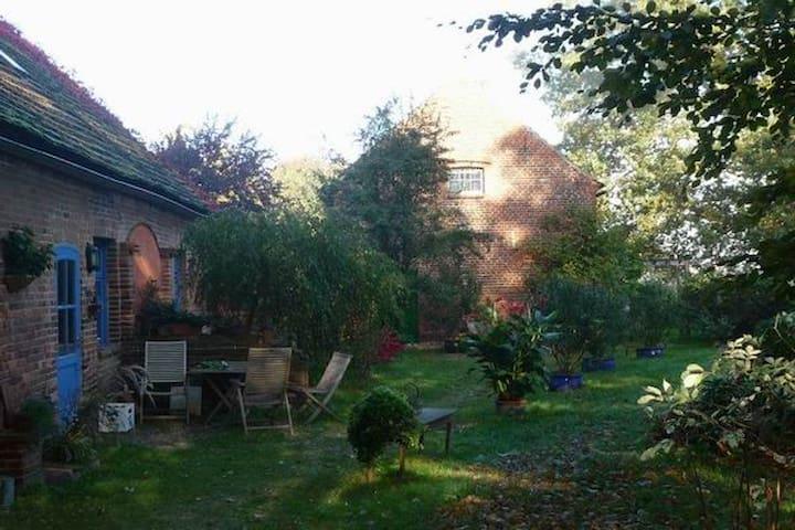 Schönes Zimmer mitten in der Natur - Röbel - Lägenhet