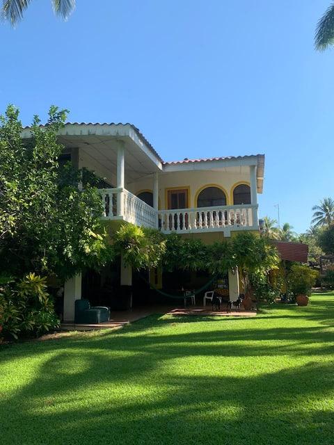 SALINITAS, Beachfront private house, relax, enjoy