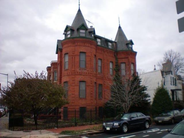 GRAND VICTORIAN NEAR WHITE HOUSE