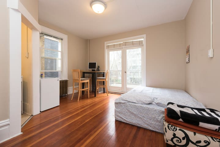 Studio Apartment with Kitchen and Balcony - แวนคูเวอร์ - อพาร์ทเมนท์