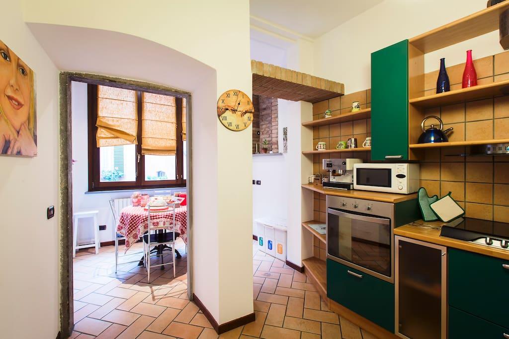 La cucina con annessa zona colazione