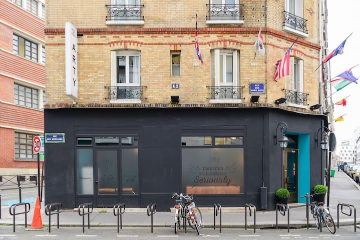 Economy Double Room in hostel near Eiffel Tower (4km)