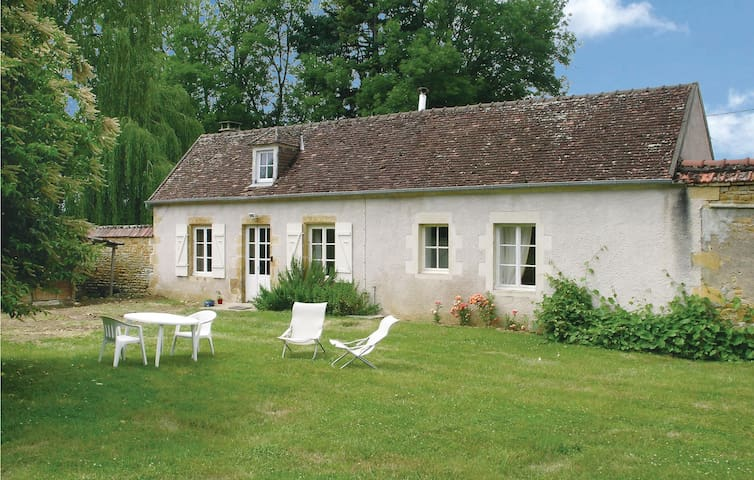 Holiday cottage with 1 bedroom on 47 m² in St. Jean Aux Amognes
