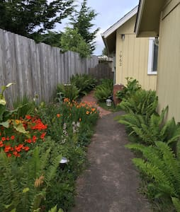 Cozy Coastal Cottage-Walk to Beach - Arcata - Ev