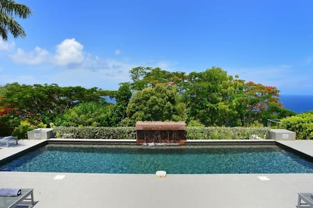 Colonial-Style Villa, Bedrooms in Separate Bungalow Cottages, Long Heated Pool, Fitness Room