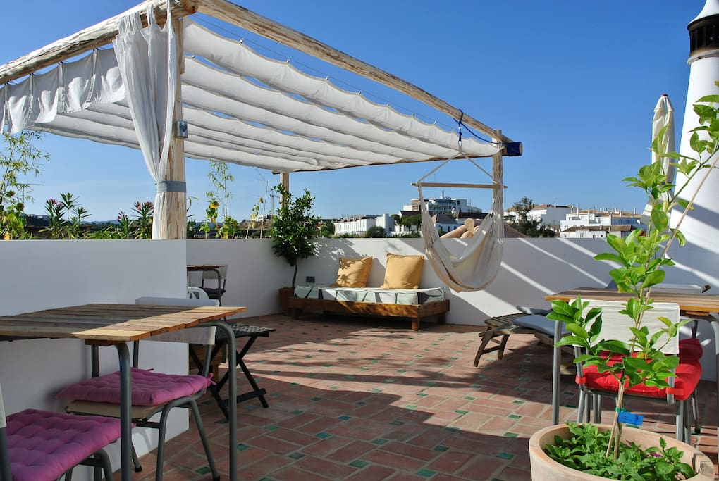 Sun soaked roof terrace to enjoy a glass of wine