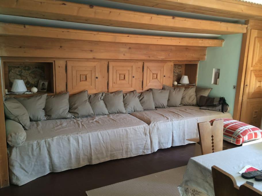 salon avec canapé (2 couchages)