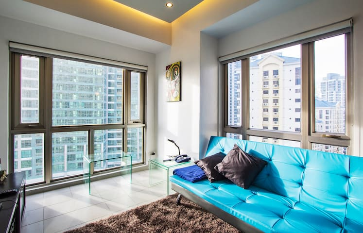 Spacious 1BR BGC; 50mbps WiFi, NETFLIX, Parking