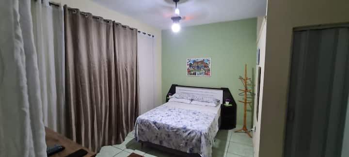 Suíte c/ ar-condicionado,cozinha,área home office