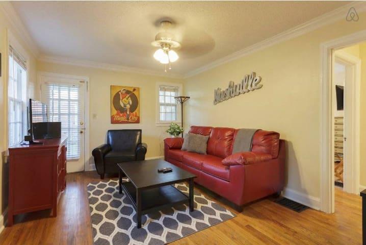 Charming 3 Bedroom Home in Hillsboro