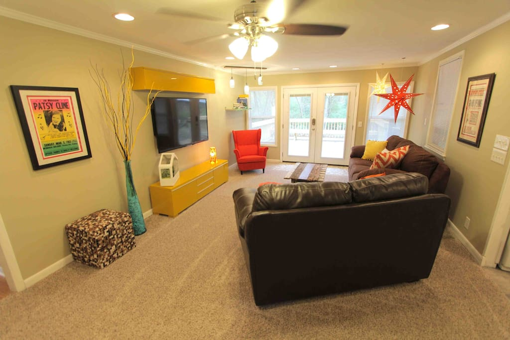 """Darlene's home was amazing. It looks exactly like the pictures! Everything was so clean and cozy. She had enough extra sheets, pillows, blankets, and towels for my whole bachelorette party that came!! Darlene even went out of her way to accommodate us by buying a waffle maker and a blue tooth speaker for the home! I would ABSOLUTELY recommend this home for anyone, family to birthday to bachelor(ette) party! I would 100% stay here again. Thank you so much Darlene. Everyone had a blast :)""  _STEPHANIE  Feb 2016"