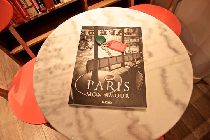 Paris Live, 1BR/1BA, 4 people, 375 ft²