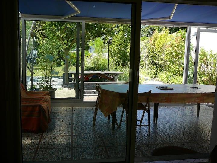 Maison avec véranda + parking +jardin