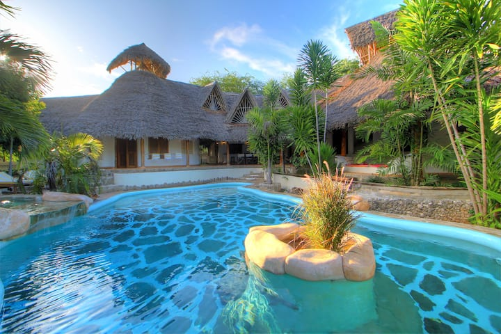 Swahili Villa; Tiwi Beach private Oasis.